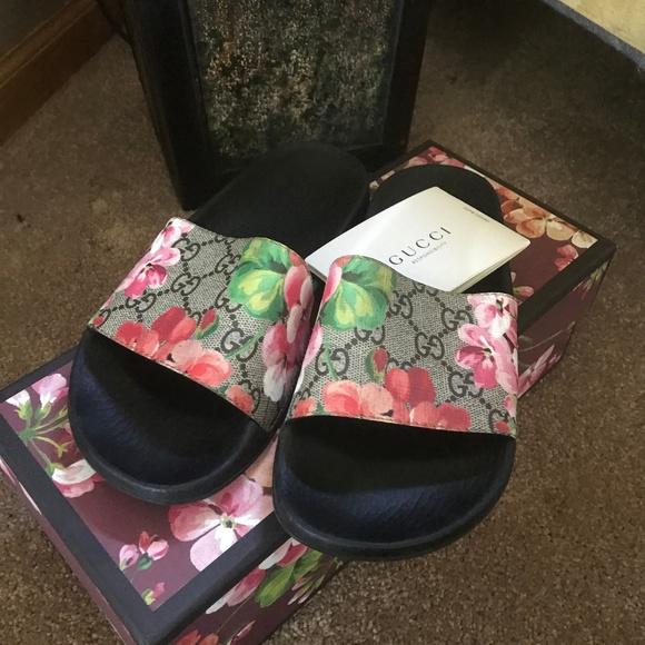 86d081e762d3f Gucci Shoes - Gucci GG Blooms Supreme Slide Sandals sz 35
